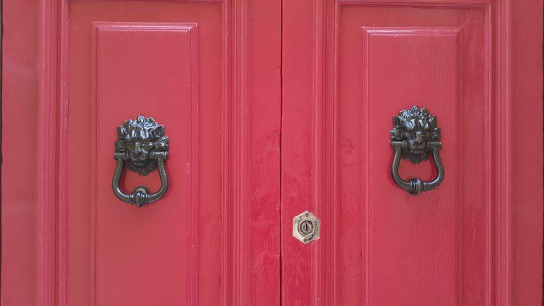 Bir Zaman Hikayesi – Kapılar Kapandığında