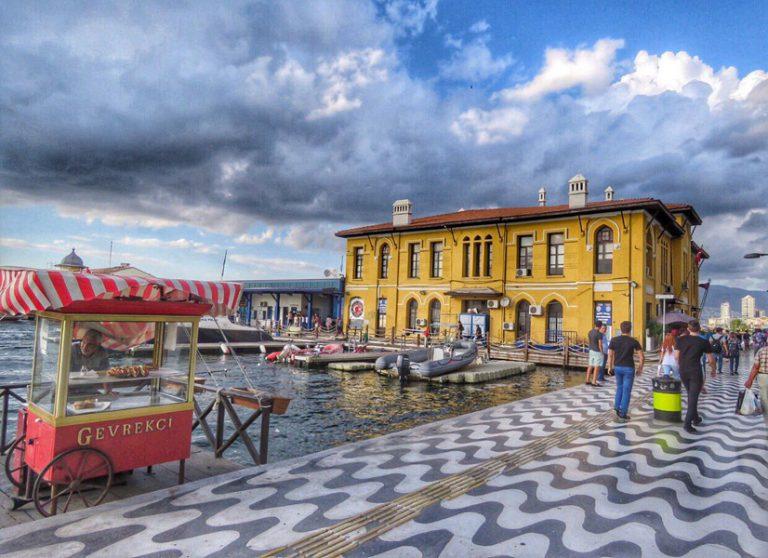 Adına Tarih Boyunca Onlarca Sıfat Eklenmiş Bir Masal Şehir – İzmir
